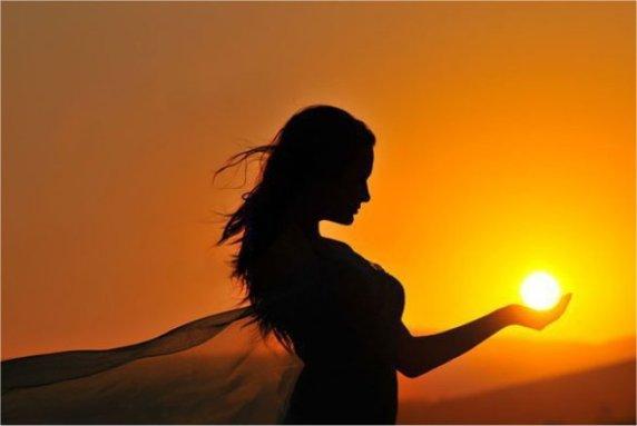 Această imagine are atributul alt gol; numele fișierului este femme-et-soleil-2.jpeg